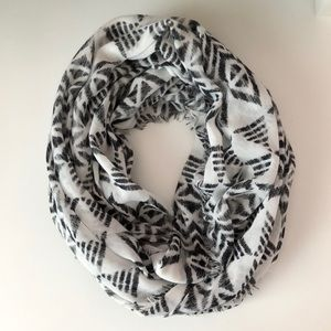 American Eagle White and Black Scarf